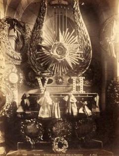 Hugo_grave_1885